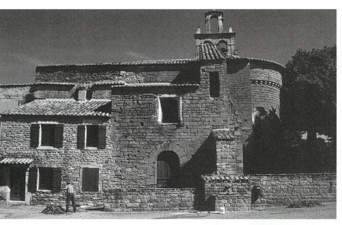 66 - La petite église de l abbaye cistercienne de Bouchet est à nef unique 6b52a423840
