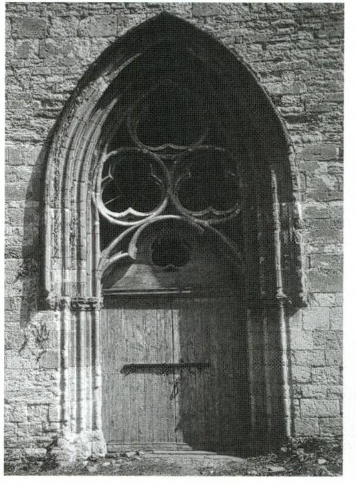 89 - La chapelle du prieuré casadéen de Moingt ouvre à l ouest par un af7c3744420