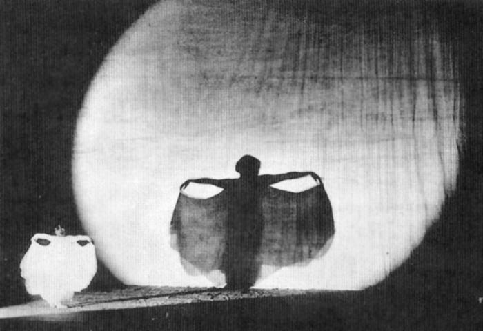 Fig.18. L'Ombre, Loïe Fuller 1921.